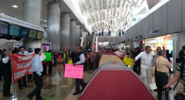 Taxistas se instalan en el Aeropuerto de CDMX