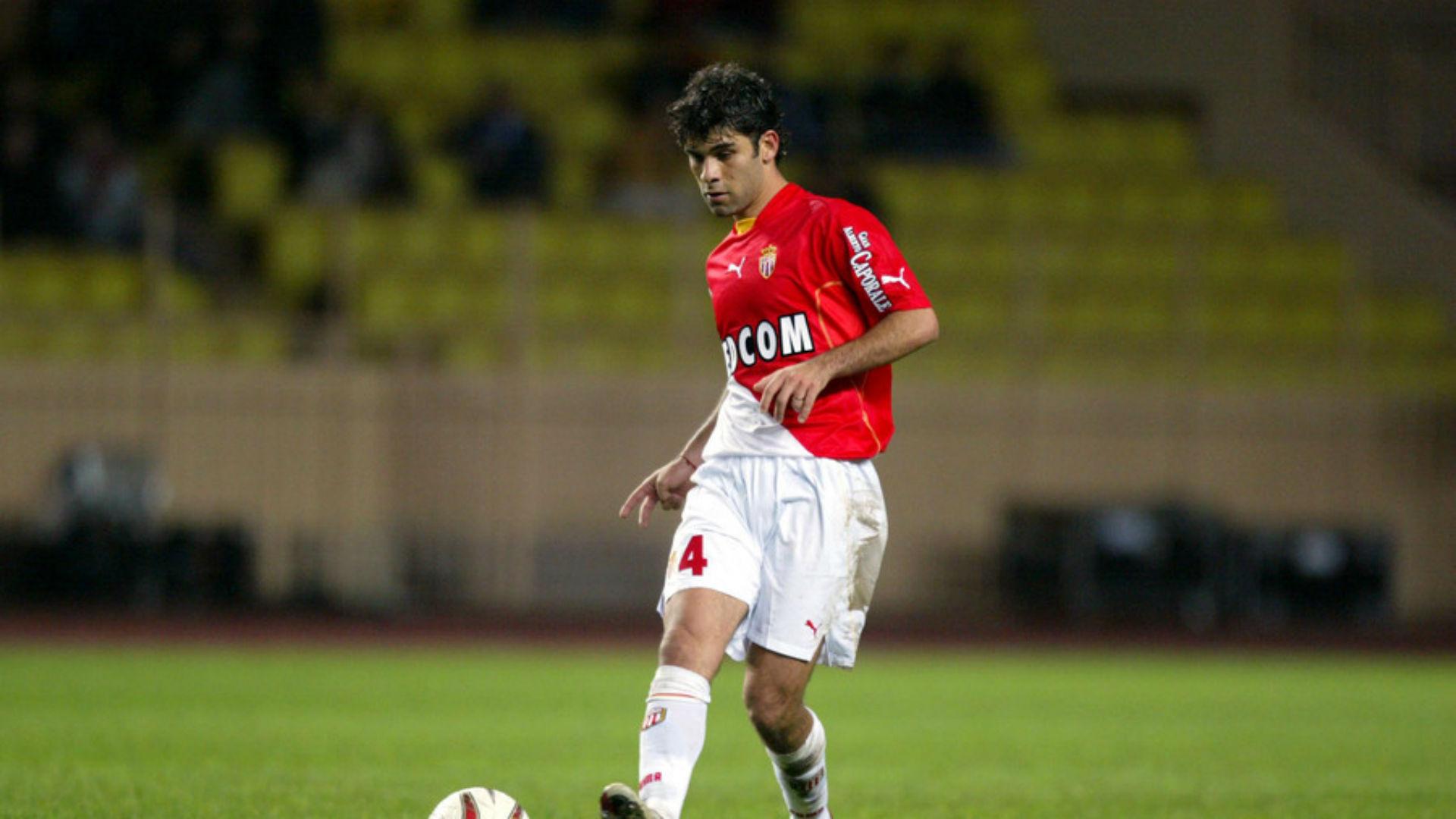 Carlos Salcedo se uniría al 'selecto grupo' de mexicanos que ha jugado en la Ligue 1