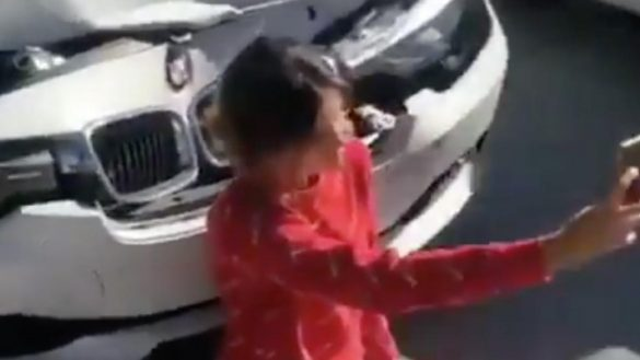Pal' Face: Mujer choca su BMW y se toma selfies para mostrar el accidente