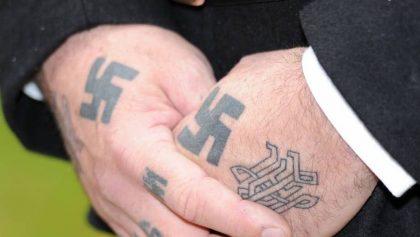 NO es discriminación despedir a trabajador con tatuaje nazi: SCJN