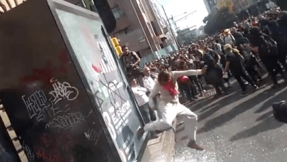 Pintas, peleas y patadas: Reaparecen los encapuchados en la marcha del 2 de octubre