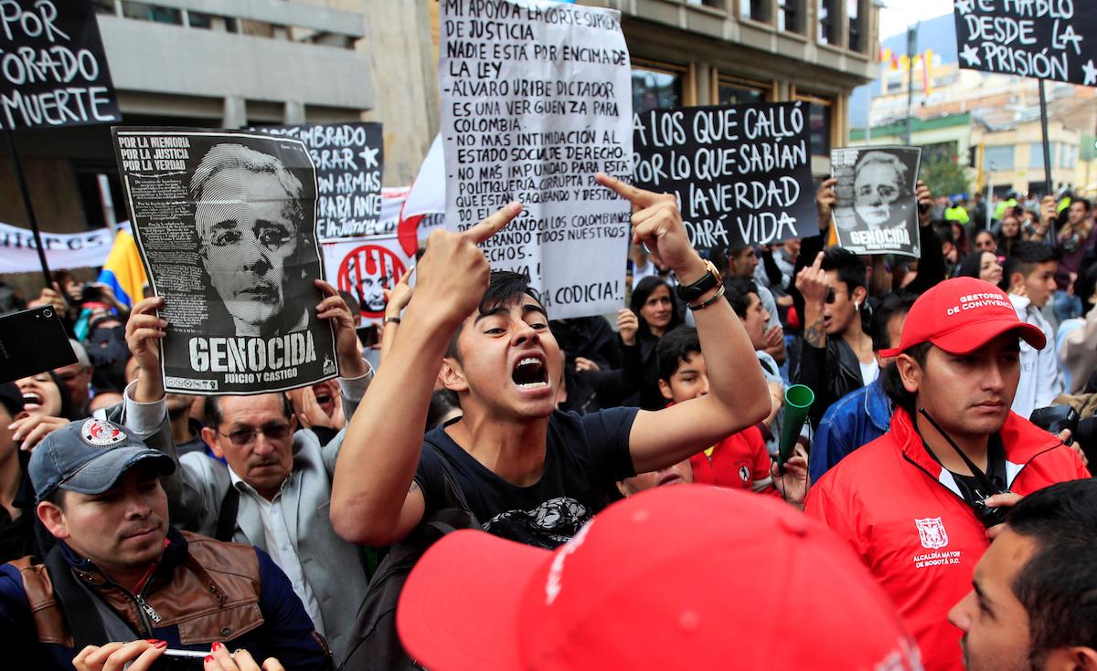 protestas-contra-álvaro-uribe-colombia