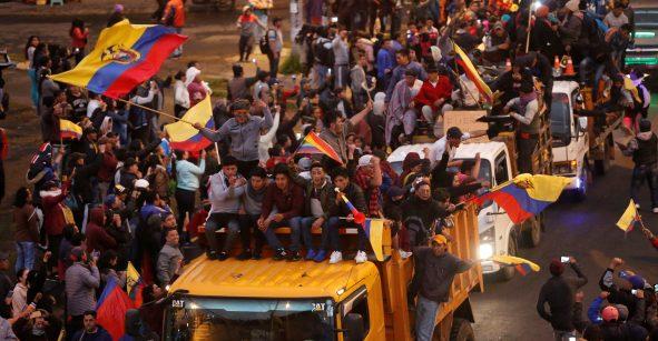 Movilización contra alza de combustibles obliga al presidente a trasladar gobierno ecuatoriano