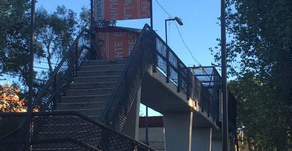 Puente peatonal entre Benito Juárez y Cuauhtémoc está bloqueado por
