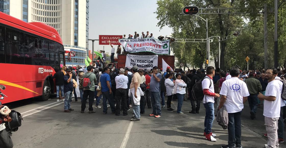 Recicladores bloquean Insurgentes y Paseo de la Reforma; protestan por ley de residuos sólidos