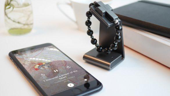 """Qué mothernos: El Vaticano vende rosario electrónico para """"orar por la paz mundial"""" y cuesta 2 mil pesos"""