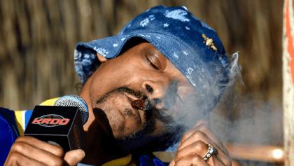 Smoke weed every day? Snoop Dogg recibió de regalo de cumpleaños un ramo con 48 porros