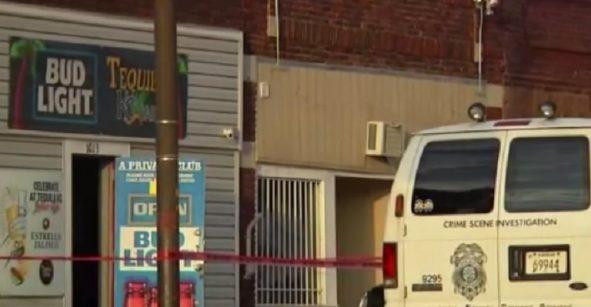 Dos mexicanos entre los muertos de tiroteo en bar de Kansas; policía descarta motivos raciales