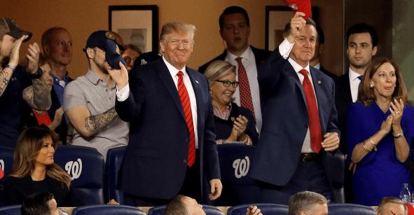 El sonoro abucheo a Donald Trump en el quinto juego de la Serie Mundial