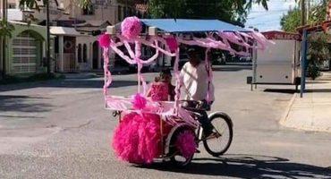 Orgulloso vendedor de raspados pasea a su hija quinceañera en su triciclo adornado de color rosa