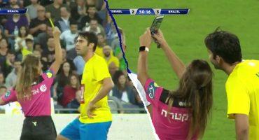 ¡Épico! Árbitra amonestó a Kaká sin razón alguna y luego le pidió una selfie