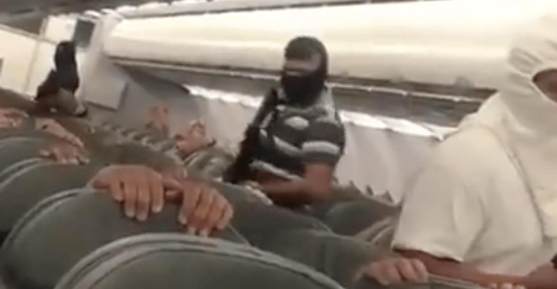 ¡Abusados! El video del 'secuestro' de un avión en México es un simulacro