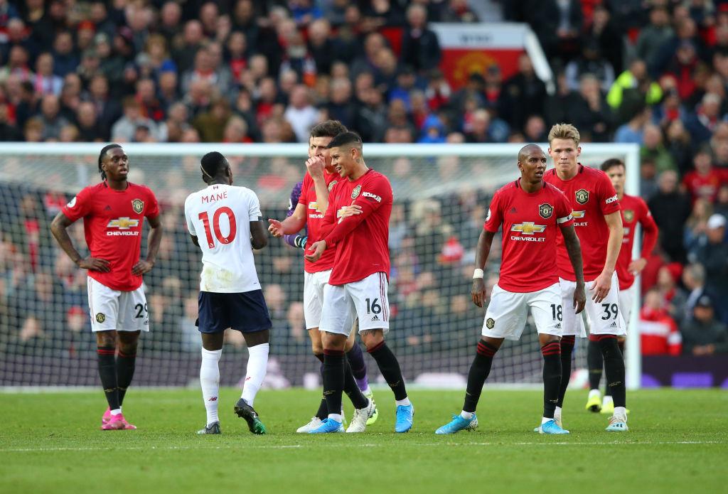 ¡Manchester United terminó con el invicto del Liverpool y hubo polémica del VAR!