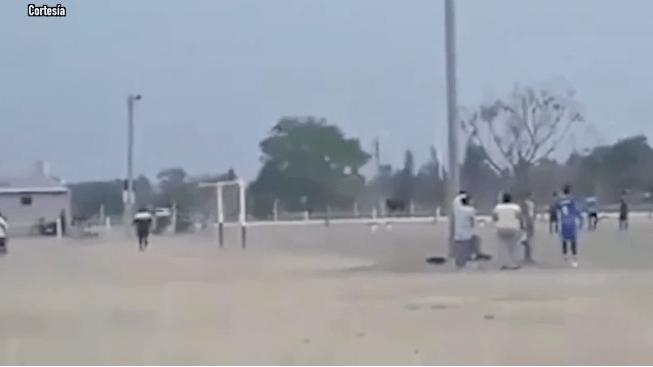 Toro invadió partido de futbol y embistió a jugadores y espectadores