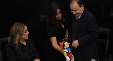 Senadora del PAN le regala un Pinocho 🤥 a Durazo por el operativo en Culiacán