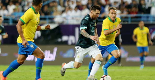 Argentina derrotó a Brasil con un solitario gol de Messi