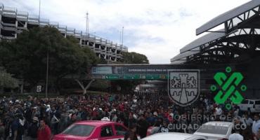 ¡Abusados! Policías Federales bloquean la Terminal 1 del AICM; caos en Circuito Interior