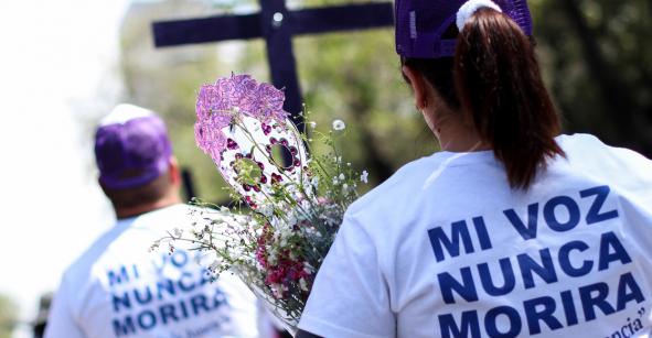 Cuerpo de una mujer asesinada es hallado dentro de un bote de basura en Torreón