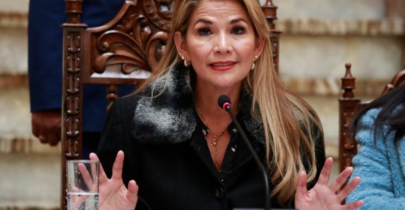 Jeanine Áñez renuncia a candidatura presidencial de Bolivia, sólo cumplirá mandato interino