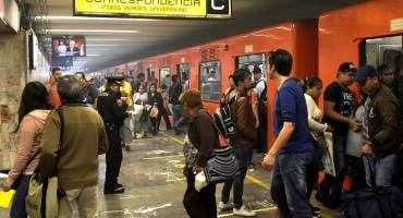 ¡ALV! Sujeto intenta salir por la ventana del Metro y causa retraso en la Línea 1