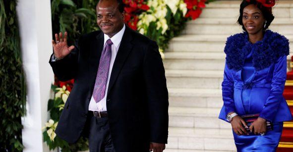 Y uno que ni pa'l micro tiene: Rey de Suazilandia gastó más de 15 mdd en autos para sus esposas
