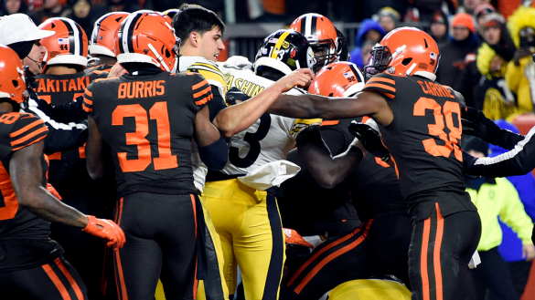 NFL confirma suspensión de Myles Garrett y reduce la de Pouncey