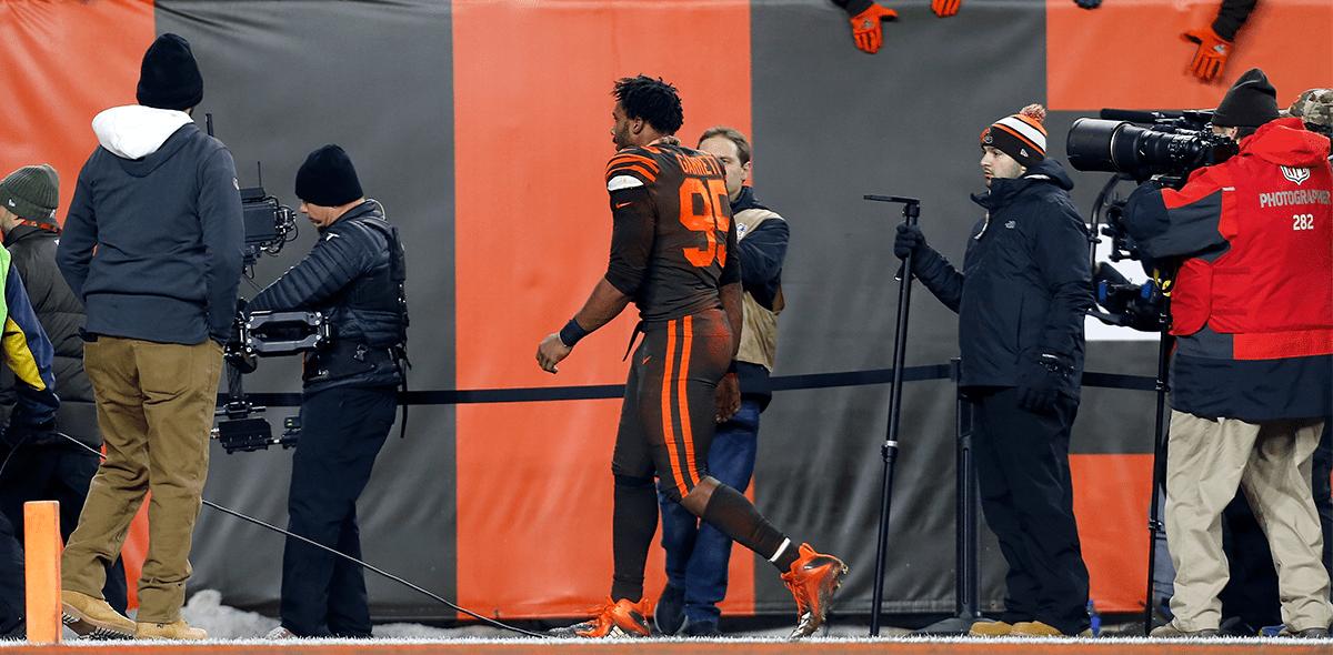 Ya hubo sanción: NFL suspende a Myles Garrett y multa a Browns y Steelers