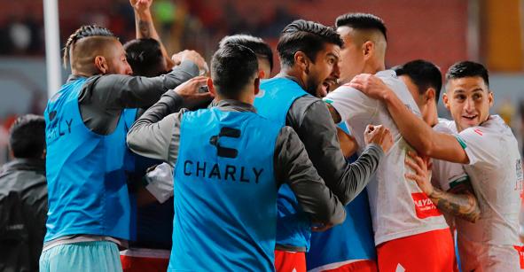 Necaxa goleó a Querétaro y sueña con semifinales