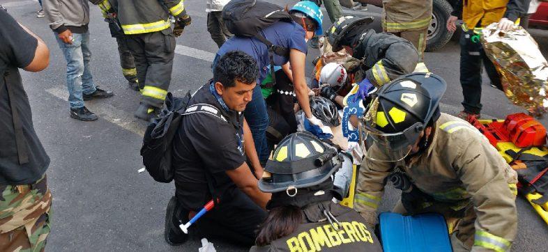 Conductor atropella a manifestantes en medio de las protestas en Chile