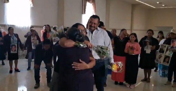 Sí, estamos llorando: Una mujer se reencuentra con sus hijos tras 31 años de no verlos