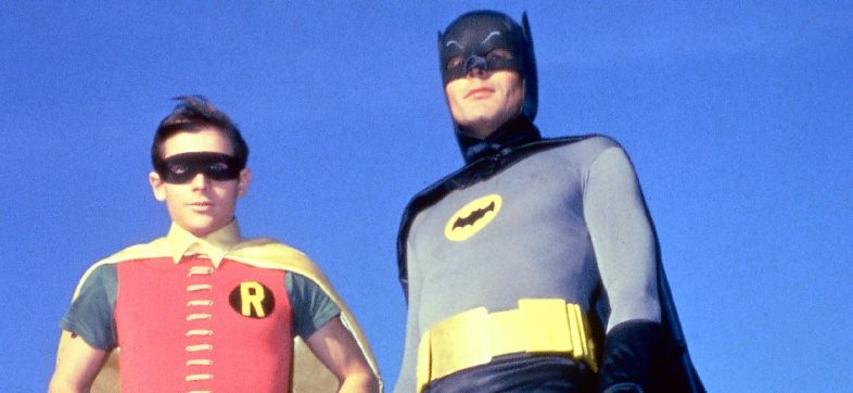¡A juntar los centavos! Subastarán trajes de Batman y Robin utilizados en la serie de los 60