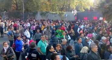 ¡Ojo! Empleados de la SEP se manifiestan y bloquean avenida Universidad