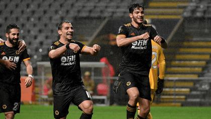 Raúl Jiménez calificó al Wolves con gol y doblete de asistencias
