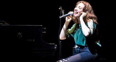 "Regina Spektor acaba de lanzar ""One Little Soldier"" rola del soundtrack de 'Bombshell'"