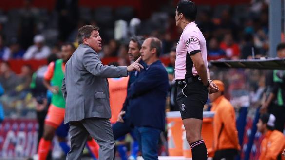 """""""A la otra me lo chin..."""": Revelan plática entre árbitros sobre el 'Piojo' Herrera"""
