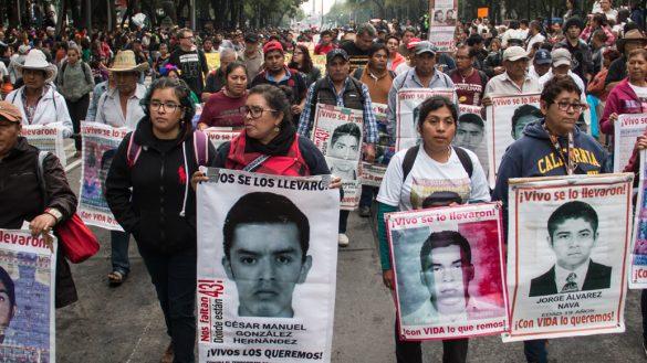 AMLO dice que desaparición de estudiantes en Ayotzinapa no fue un crimen de Estado