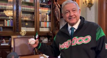 AMLO presume su colección de memorabilia de beisbol en nuevo video