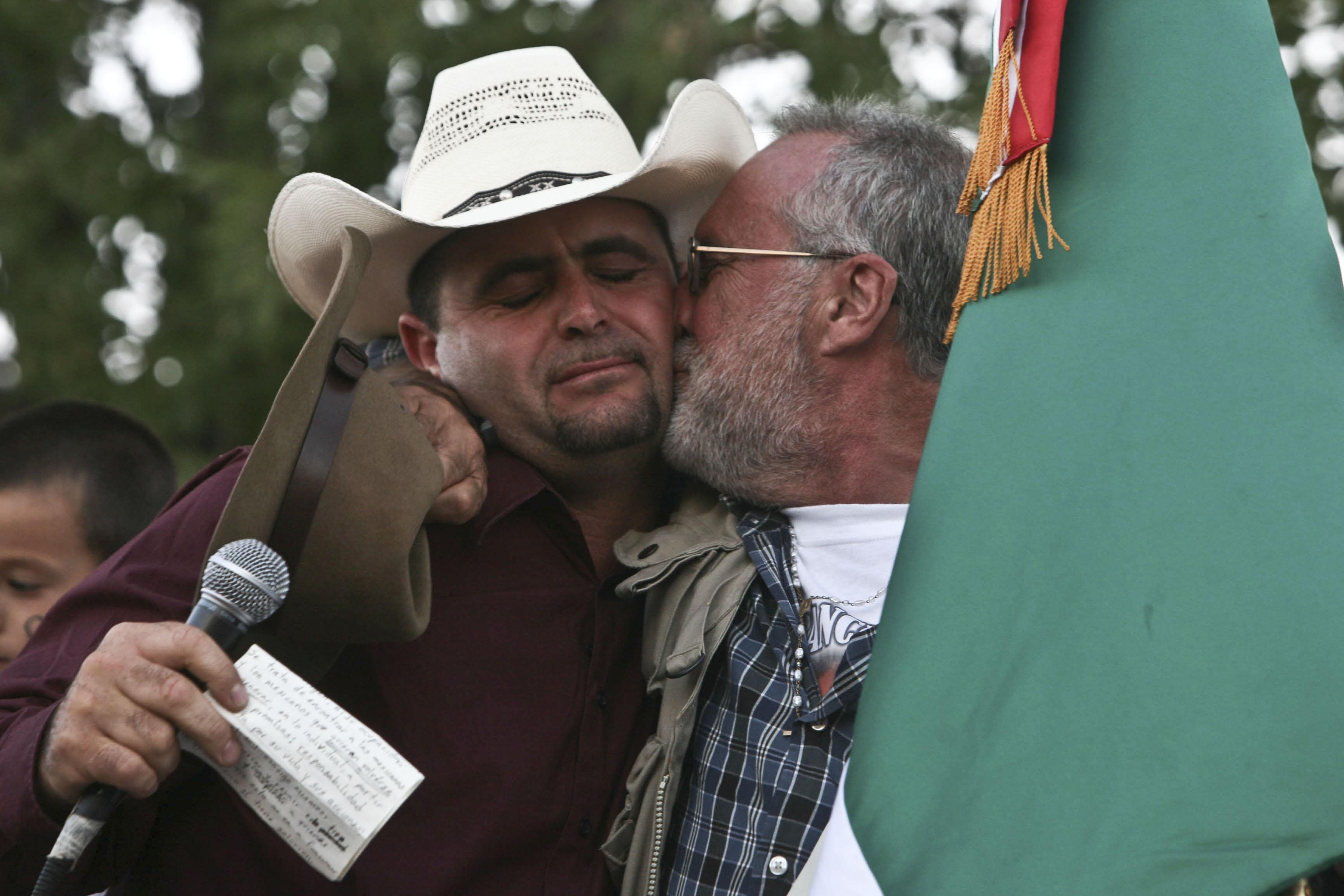 AMLO traicionó a una política de paz, dice Javier Sicilia en carta a LeBarón