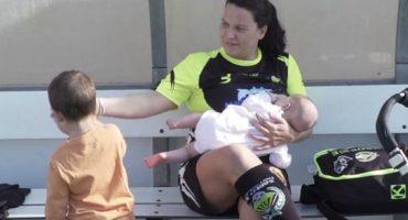 Futbolista española fue criticada por amamantar a su bebé en entrenamiento