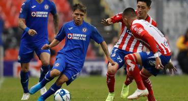 Cruz Azul se despide del torneo con cancha maltratada, poca afición y victoria