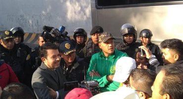 ¿Grupo campesino se quedará con las ganas de desfilar? Policía le bloqueó el paso