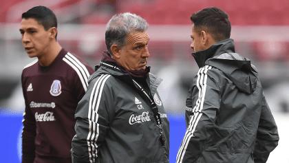 Martino aclara que 'Chicharito' no está sancionado, pero no cuenta con él en el futuro