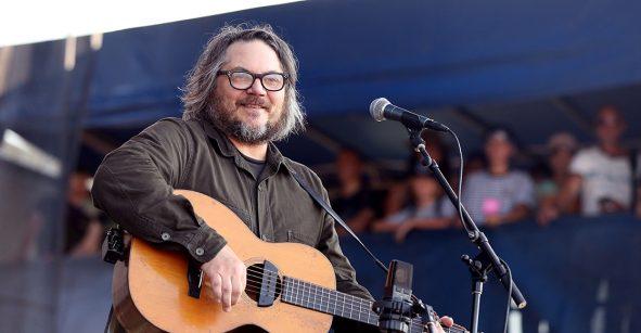 Atacan con arma de fuego casa de Jeff Tweedy, líder de Wilco, en Chicago