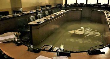 Karma nivel: Se inunda el Consejo de Venecia después de que negaran el cambio climático