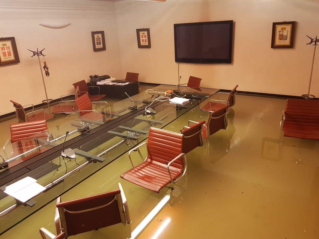 karma-inundacion-venecia-camara-rechazar-cambio-climatico-italia-02