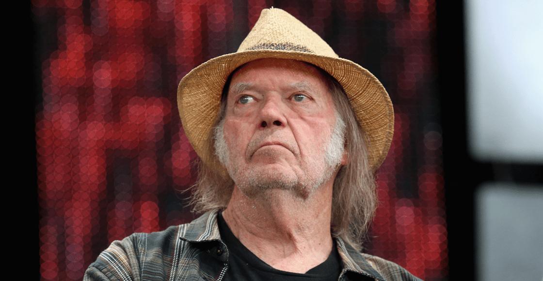 Pobrecito: Neil Young dice que le negaron la nacionalidad estadounidense por su abierto uso de marihuana
