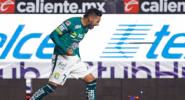 León hace el primer milagro para las Chivas, tras superar y eliminar a Xolos