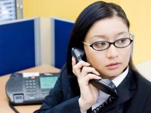 En Japón, mujeres protestan para poder usar lentes y zapatos bajos en el trabajo