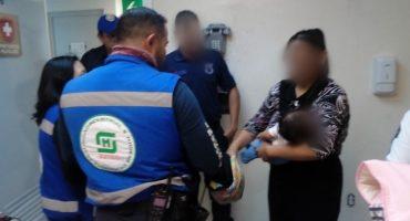 ¡Aplausos! Personal del Metro salva a bebé que había dejado de respirar