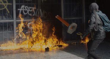 Queman puertas, rompen vidrios y roban librería de Rectoría en la UNAM